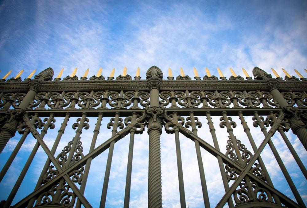 stockfresh_7030327_royal-palace-gate-detail_resized