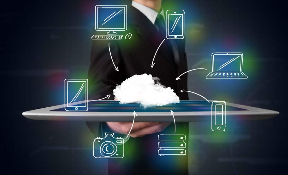 stockfresh_3357911_businessman-showing-hand-drawn-cloud-computing_resized